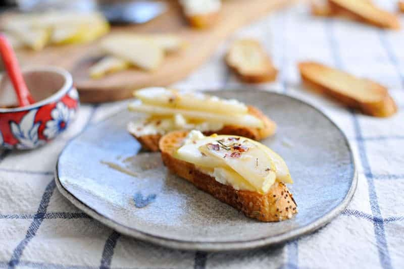 10-Minute Pear + Ricotta Crostini with Honey + Thyme   the pig & quill   #recipe #thanksgiving #appetizer #snack