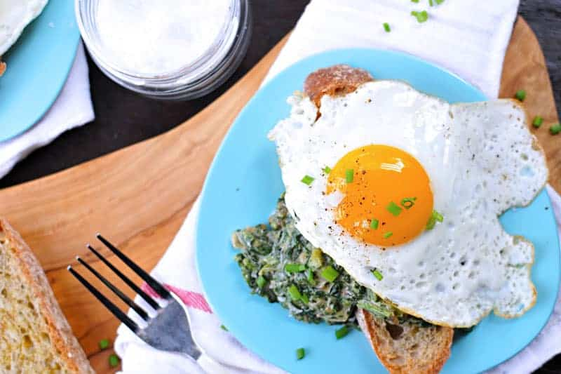 creamed spinach toasts with fried eggs + fennel (via thepigandquill.com)