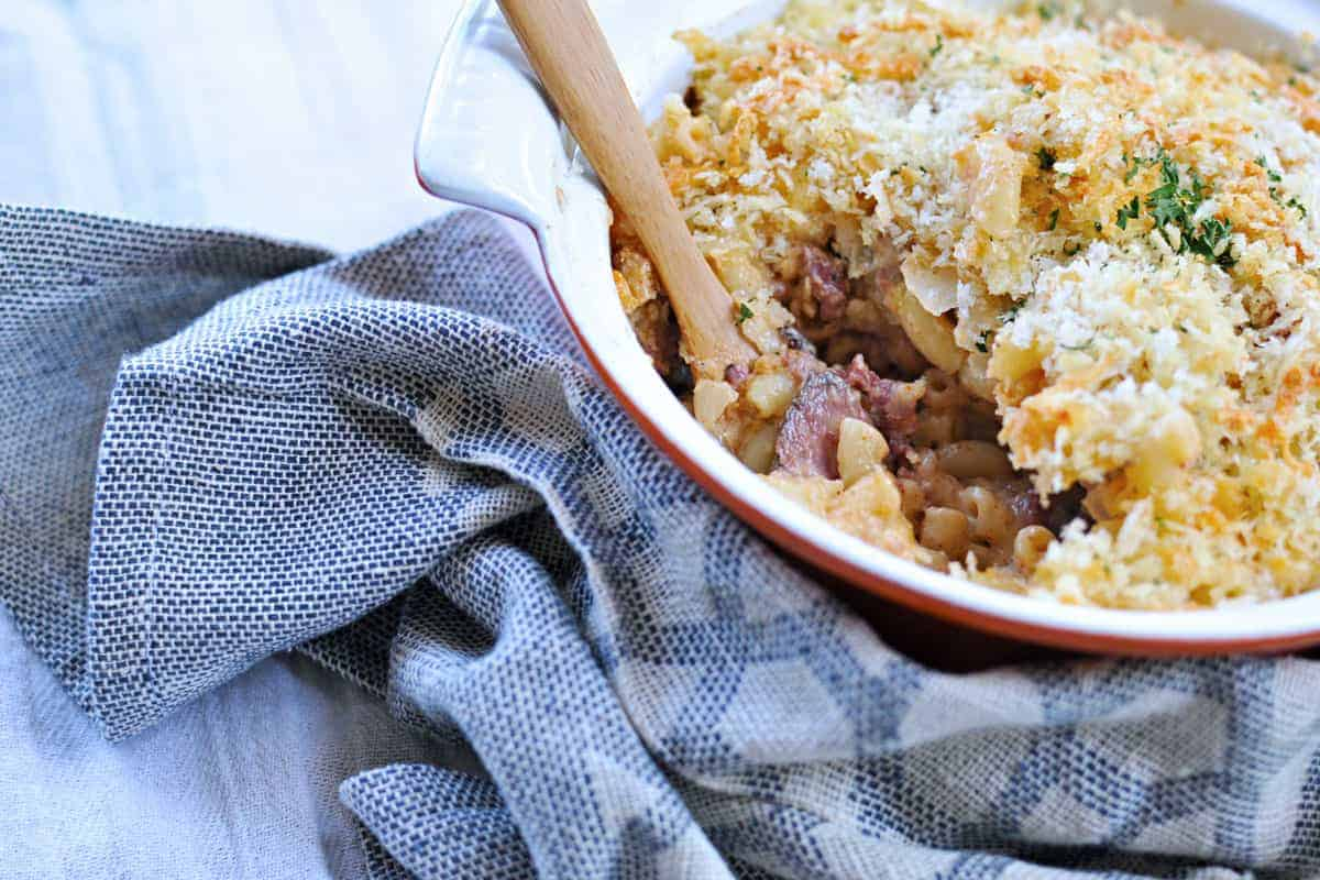 spicy pastrami reuben mac n' cheese | via thepigandquill.com