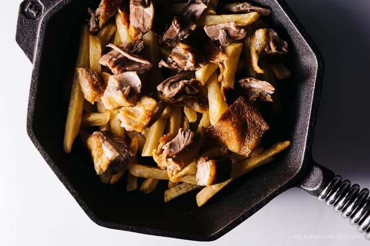 peking duck poutine   i am a food blog guest post (via thepigandquill.com)