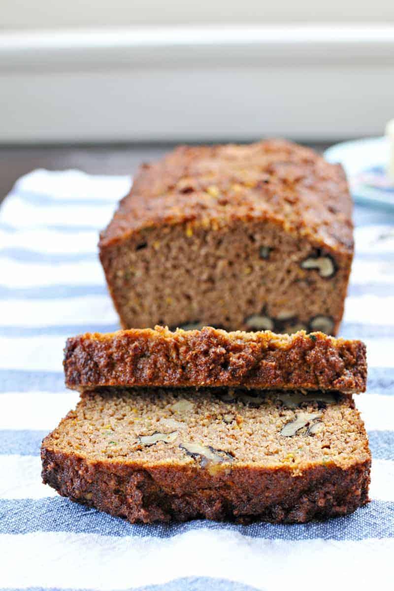 spiced summer squash quickbread recipe - gluten-free/paleoish (via thepigandquill.com)