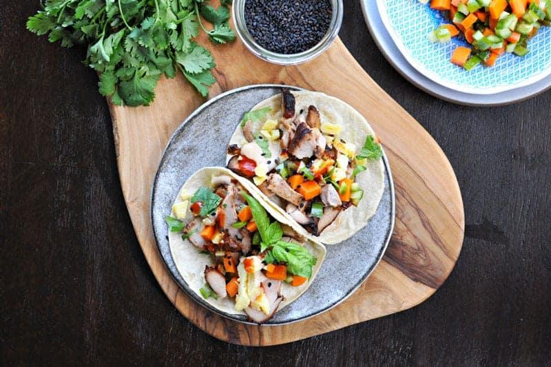 lemongrass chicken + tamago banh mi tacos with five spice mayo (via thepigandquill.com) #tacos #asian #recipe