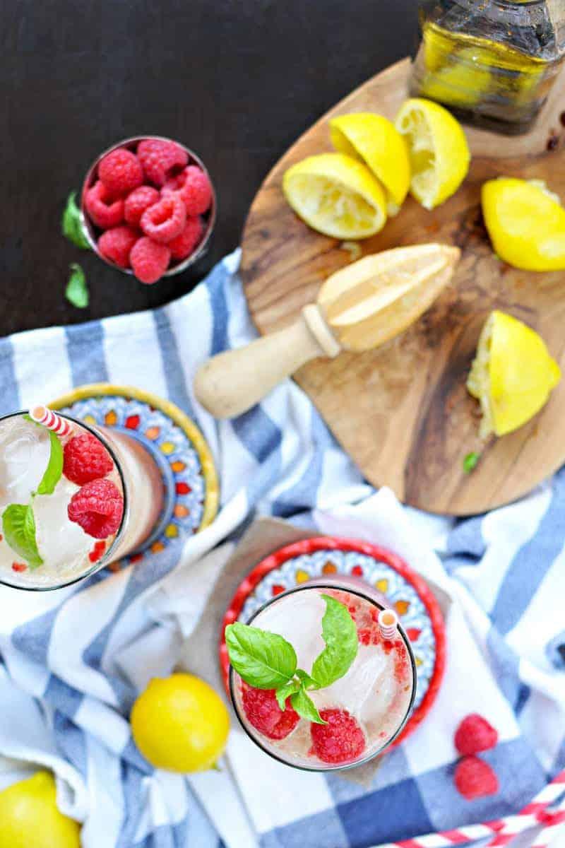 raspberry basil gingerade fizz recipe (via thepigandquill.com) #drinkthesummer #summer #mocktail #recipe