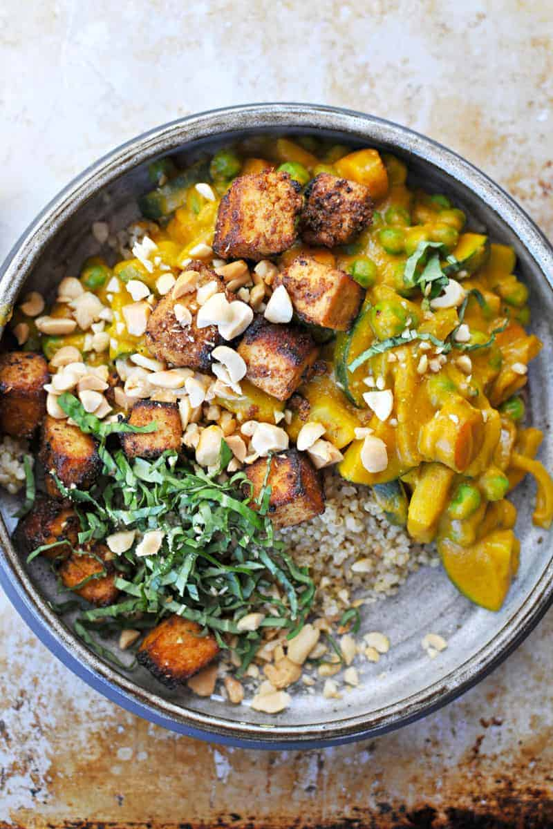 pumpkin curry with peanuts, peas + crispy spice-crusted tofu recipe (via thepigandquill.com) #fall #glutenfree #vegan #dinner