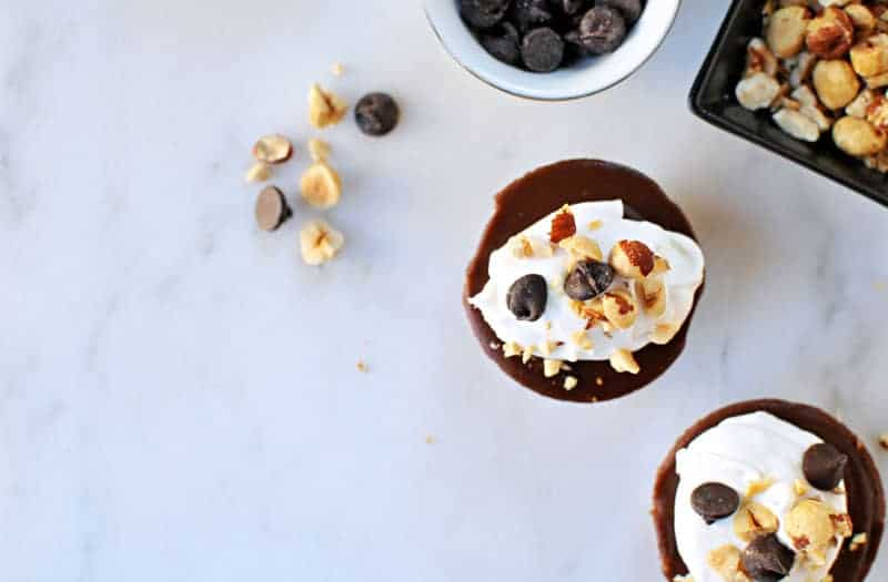 No-Bake Mini Vegan Nutella Cheesecakes recipe (via the pigandquill.com) #dessert #chocolate #valentinesday #dairyfree