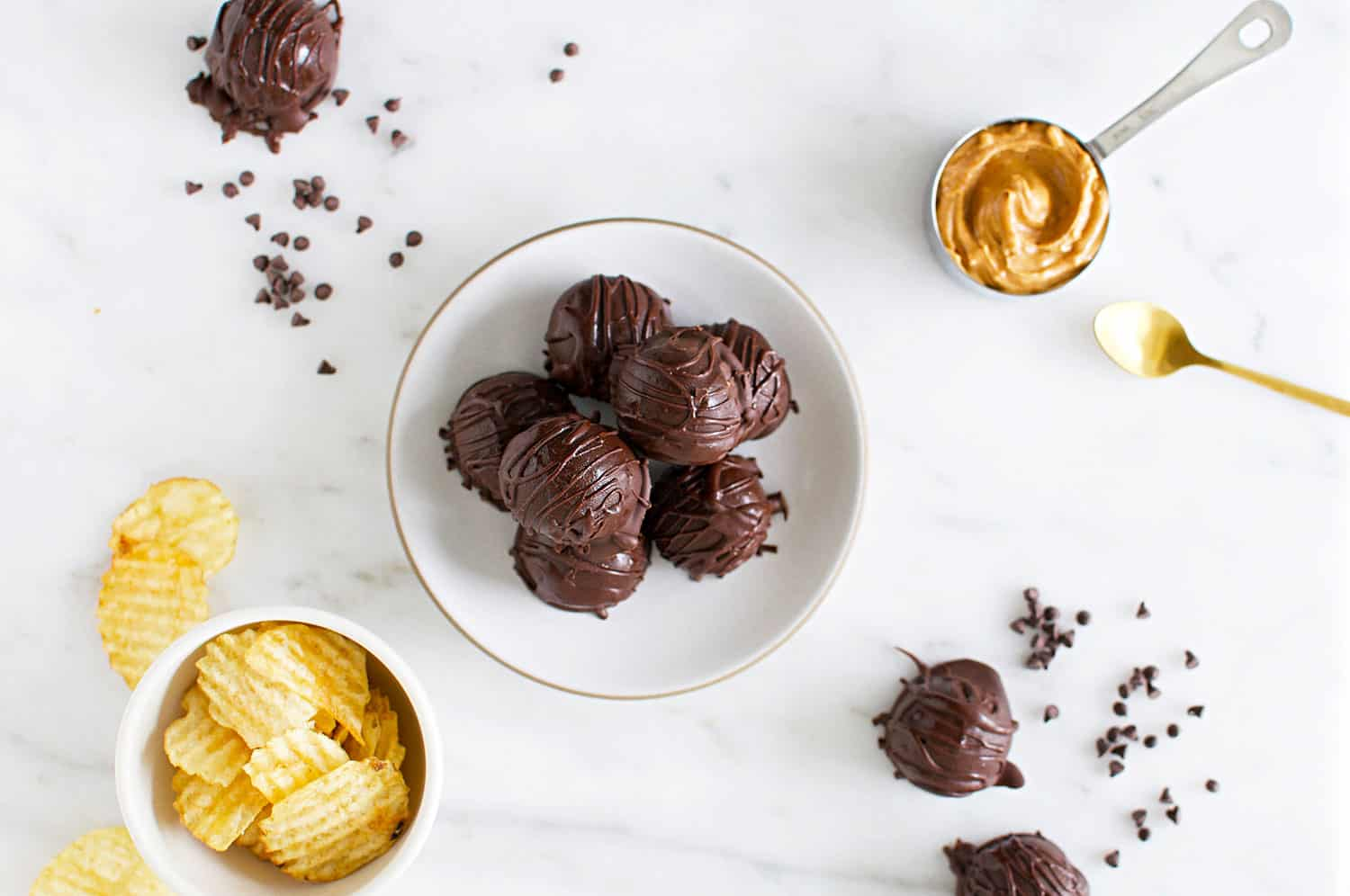 No-Bake Gluten-Free Chocolate Peanut Butter Balls recipe + How To Build a Simple Snack Board (via thepigandquill.com) #holidaysnacks #christmascookies #dessert