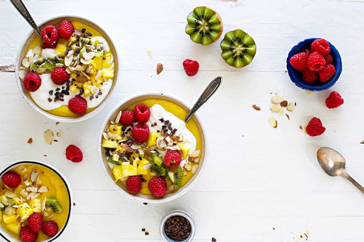 Mango Creamsicle Smoothie Bowls recipe (via thepigandquill.com) #glutenfree #breakfast #nothersdaybrunch