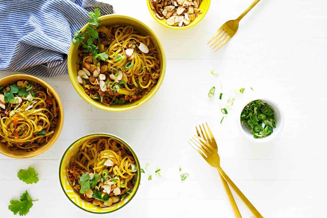 Pan-Fried Curry Noodles (or Curried Pad Thai) Recipe (via thepigandquill.com) #glutenfree #vegetarian #plantbased