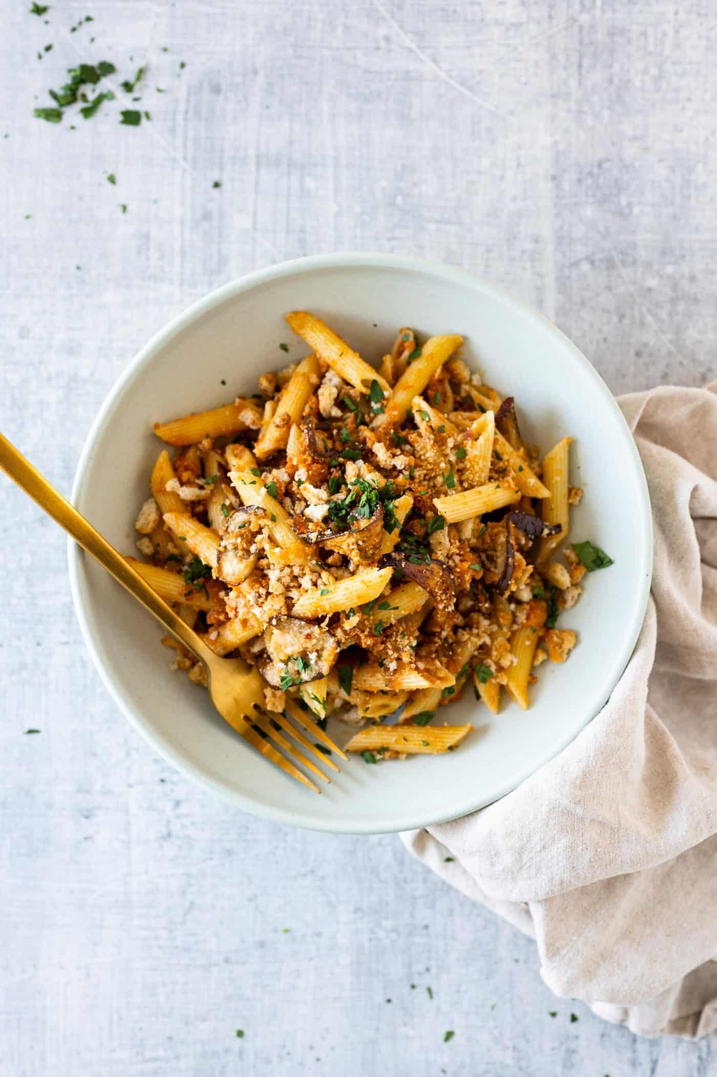 Easy Eggplant Parmesan Pasta recipe via thepigandquill #vegetarian #weeknightmeal #vegan