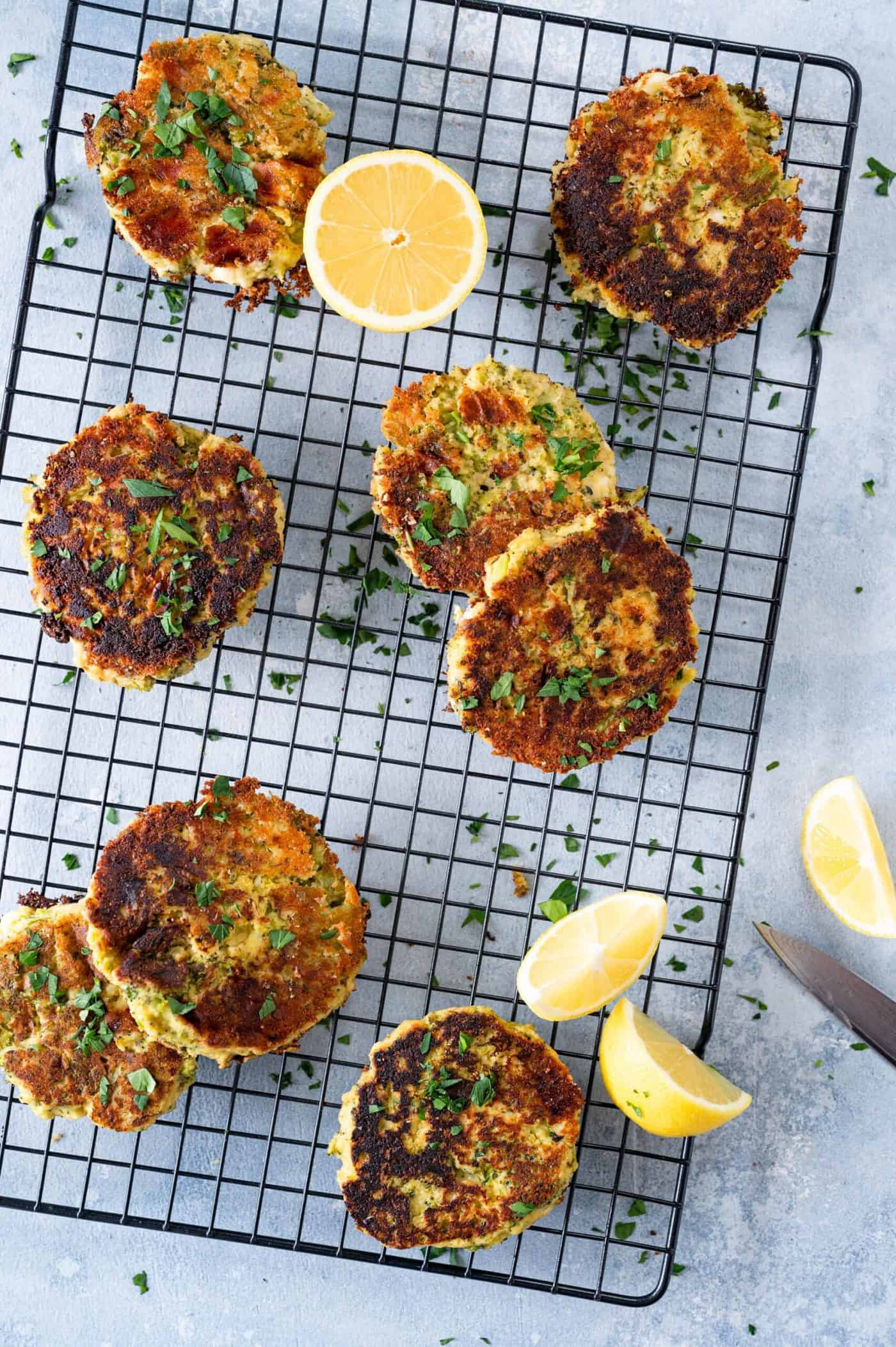 Gluten-Free Hummus Feta and Broccoli Fritters (via thepigandquill.com) #gameday #snack #vegetarian #lunchbox